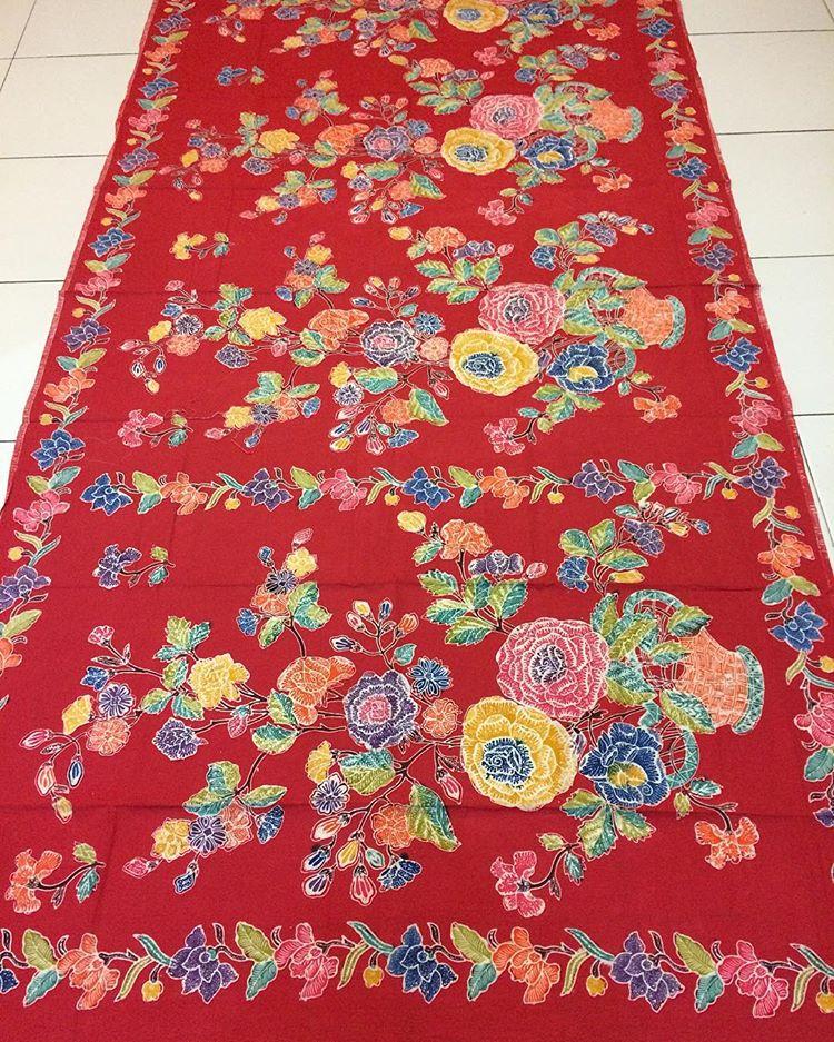 kain batik encim halus warna merah proses cap malam