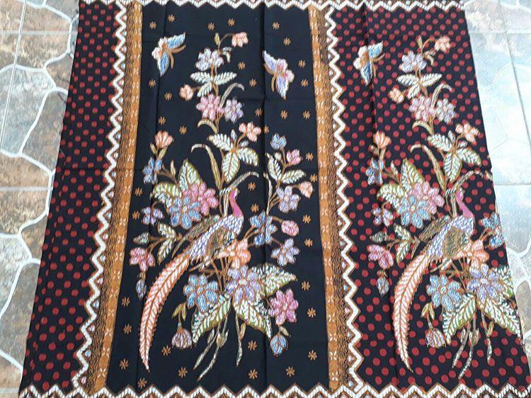 kain batik cap encim halus motif bunga warna merah hitam