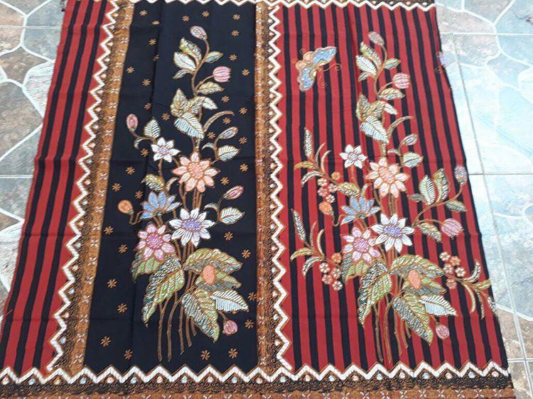 kain batik encim motif bunga kombinasi lurik warna merah hitam