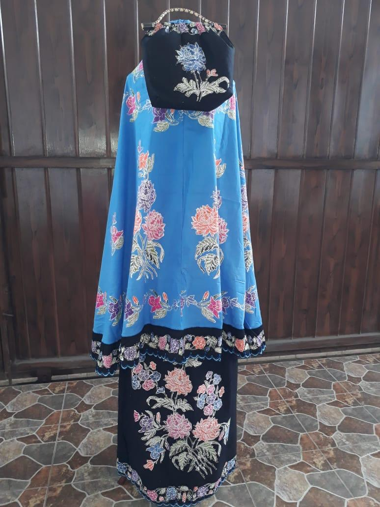 mukena batik cap halus warna biru muda kombinasi hitam
