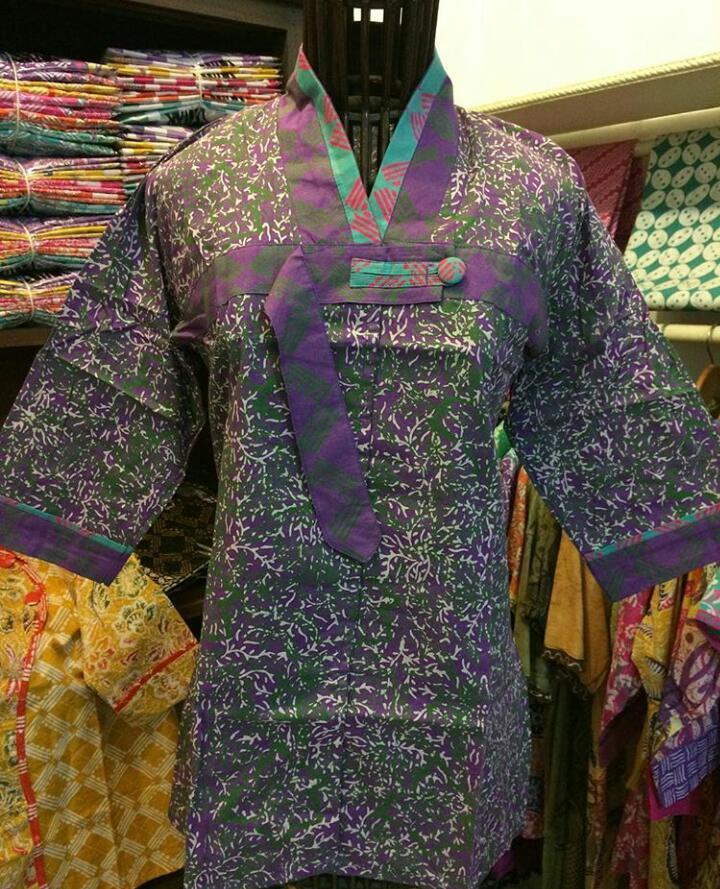 baju batik wanita model blus
