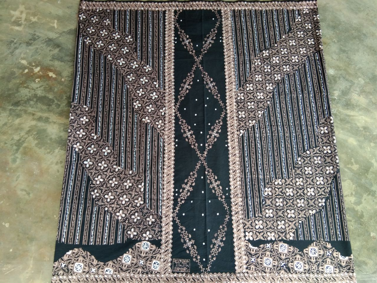 sarung batik cap warna dasar hitam